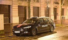 Police Paris - TV BAC 75N (Arthur Lombard) Tags: police policedepartment policecar policestation ford fordmondeo bac bac75n unmarked bluelight nikon paris 911 999 112 17 emergency