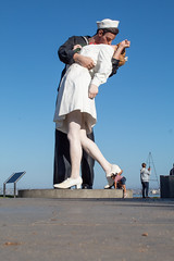Larger than life (GoodLifeErik) Tags: sandiego waterfront outside sunny sandiegobay morning statue kissing large sailor memorial white embracingpeace ground groundlevel flickrfriday