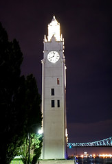 DSC00460 - Montreal Clock Tower\Lighthouse (archer10 (Dennis)) Tags: montreal night sony a6300 ilce6300 18200mm 1650mm mirrorless free freepicture archer10 dennis jarvis dennisgjarvis dennisjarvis iamcanadian canada oldmontreal quebec lights montrealclocktower sailorsmonument lighthouse