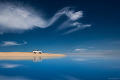 La orilla - The shore (ricardocarmonafdez) Tags: paisaje landscape orilla shore beach vehicle cielo sky blue nubes clouds sunlight processing photoshop nikon d850 minimalism minimalistlandscape reflejos reflections