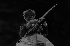 Josh Landau : vocal and guitar - The Shrine (samarrakaton) Tags: theshrine rock samarrakaton nikon d750 2470 bilbao antzoki 2019 guitar guitarra musica music concert concierto show live directo joshlandau byn bw blancoynegro blackandwhite monocromo