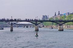 81 - Paris Mai 2019 - la Seine au Pont des Arts, Pont du Carrousel, Pont Royal (paspog) Tags: paris france seine pontdesarts pnt bridge brücke mai may 2019