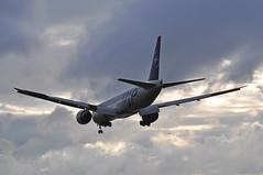 GA0086 CGK-LHR (A380spotter) Tags: sunset cloud london ga dusk heathrow landing finals boeing arrival gia approach 777 lhr threshold 2015 egll skyteam 300er garudaindonesia 27l runway27l shortfinals ga0086 cgklhr logojet pkgii