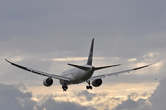AI0111 DEL-LHR (A380spotter) Tags: approach arrival landing finals shortfinals threshold cloud sunset dusk boeing 787 8 800 dreamliner™ dreamliner vtanu staralliance logojet एअरइंडिया airindia aic ai ai0111 dellhr runway27l 27l london heathrow egll lhr
