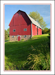 A Tall Red Barn in the Michigan Countryside (sjb4photos) Tags: michigan manchestermichigan washtenawcounty farm redbarn
