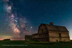 Milky Way at the Old Barn (Amazing Sky Photography) Tags: barn blend darkhorse galacticcentre jupiter lagoonnebula luminarflex m24 m6 m7 m8 milkyway nisi orton pipenebula sagittarius stack staradventurer summer twophiuchi abandoned farm filter lightpollution nightscape redstar rustic starclouds tracker