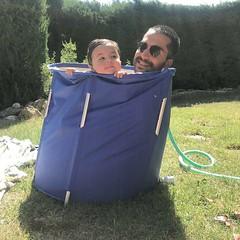 bañera de pisa (Joan Pau Inarejos) Tags: família familia familiars familiares jardín bañera piscina