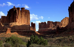 Evening in Arches National Park, Utah (__ PeterCH51 __) Tags: courthousetowers evening eveningmood nationalpark archesnationalpark moab utah usa america amerika peterch51 usnationalparks