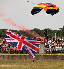 Lightning Bolts Display Team (delta23lfb) Tags: bovington tankfest tankfest19 tankmuseum britisharmy unionflag unionjack parachute lightningbolts parachutedisplayteam