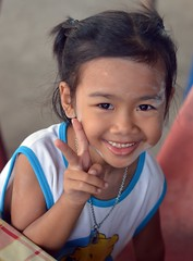 cute girl sending you peace (the foreign photographer - ฝรั่งถ่) Tags: cute girl child peace sign khlong lard phrao portraits bangkhen bangkok thailand nikon d3200 happyplanet asiafavorites