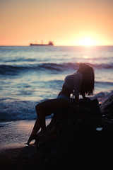 Sunset (gonzalofrez) Tags: sunset fujifilm fujifilmxseries fujifilmxt30 fujfilm portrait portraitmood retrato model atardecer chile chilena playa beach