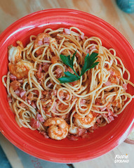Spaghetti a la Carbonara ( Homemade ) by Foodie Urbano (foodieurbano) Tags: foodie urbano foodieurbano urban foodblog foodtography foodphotography blogger foodblogger delicious tasty vscofood peru lima peruvian hungry food instafood yum foodporn foodexplorer foodlover carbonara pasta yellow pranzo lunch prawns seafood italian frutti mare