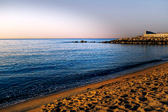Dawn (Fnikos) Tags: sea mar mare seascape water shore seashore beach coast rock rocks sand sun sky skyscape cielo colour color colors colores blue blu blau azul shadows outside outdoor