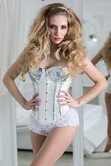 _Z1A0112a_pp_crop1_klein (Andreas.Gerull) Tags: manuela model portrait indoor studio blond longhaired girl woman female frau mädchen beauty beautiful