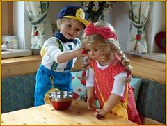 Schau, ich mache dir Kirschohrringe ! / Look, I'll make you cherry earrings ! (ursula.valtiner) Tags: puppe doll luis bärbel künstlerpuppe masterpiecedoll kirschen cherries ohrringe earrings