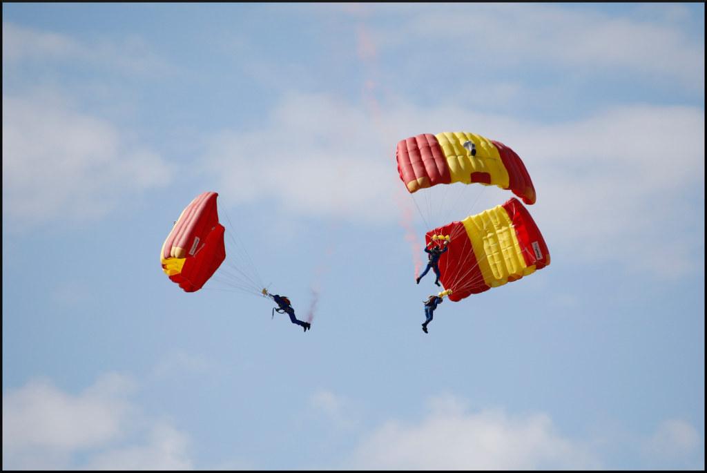 The Worlds Newest Photos Of Fallschirmspringen Flickr