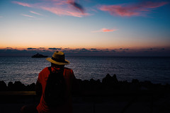 Un uomo guarda il tramonto (ewitsoe) Tags: beach cefalu city europe ewitsoe italy nikond750 palermo sigmaart35mm14f spring street travel coast erikwitsoe erikwitsoecom italian urban sunset man watching hat night sun settign dusk sea ocean pink hues colorful evening