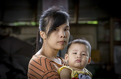 Mother and son (Lode Engelen - ลุงฝรั่ง) Tags: woman mother son portrait saraphi thailand child happyplanet asiafavorites