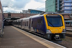 Northern 195120 (Mike McNiven) Tags: arriva railnorth northern caf civity dmu diesel multipleunit manchester manchesterairport airport barrow windermere liverpool limestreet