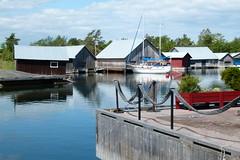 Käringsund (evisdotter) Tags: käringsund boat båt boathouses båthus water reflections bodega gästhamn åland eckerö
