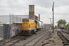 Spotting the Bakery (The Industrial Railfan) Tags: elchlok theindustrialrailfan railway industrialswitching industrial industrialrailroading spotting switcher chicago chicagoswitching yn068