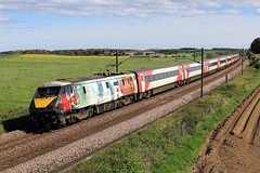 91111 'For the Fallen' 1E21 1530 Edinburgh Waverley to London Kings Cross 05-2019 (Cumberland Patriot) Tags: lner london north eastern railway br british rail inter city 225 ic225 ic intercity225 intercity gec brel crewe works class 91 electra 91011 terence cuneo ltd 91111 for the fallen ww1 25kv ac current ohl over head line overhead electric locomotive loco motive power ecml east coast main mainline express passenger train high speed rock railroad track 1e21 kings cross edinburgh waverley