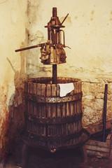 Il torchio, wine press, 1990 (Robert Barone) Tags: 1990 italia italy lenola film fotodepoca kodacolor torchio vintage winepress