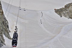 cross the border (davide.alberani) Tags: courmayeur monte bianco montebianco mont blanc montblanc skyway funivia cableway helbronner punta glacier snow val daosta aosta mountain montagna alpinismo ghiacciaio climbing chamonix sony a6000
