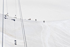 over the ridge (davide.alberani) Tags: courmayeur monte bianco montebianco mont blanc montblanc skyway funivia cableway helbronner punta glacier snow val daosta aosta mountain montagna alpinismo ghiacciaio climbing sony a6000