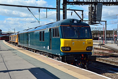 92006 66704 0Z81 Crewe (British Rail 1980s and 1990s) Tags: train rail railway loco locomotive lmr londonmidlandregion mainline wcml westcoastmainline cheshire livery crewe liveried traction station gbrf europorte class66 66 cs caledoniansleeper gbrailfreight 66704 colchesterpowersignalbox 0z81 92006 92 electric ac class92 brush br britishrail