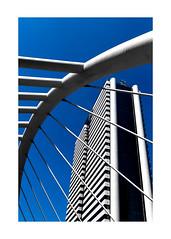 rayures contradictoires (Armin Fuchs) Tags: arminfuchs bangkok thailand sathorn bridge skyscraper blue sky stripes curve lines architecture