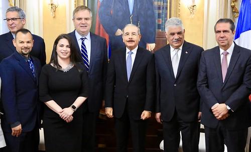 Ejecutivos de JetBlue visitan al presidente Danilo Medina y expresan compromiso continuar apoyo a turismo RD