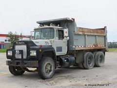 1981 Mack R600 Tandem Dump Truck (Gerald (Wayne) Prout) Tags: 1981mackr600tandemdumptruck 1981 mack r600 tandem dump truck collegeboreal mountjoytownship cityoftimmins northeasternontario northernontario ontario canada prout canon canonpowershotsx60hs powershot sx50 hs digital camera photographed photography vehicle machine equipment trucks construction mountjoy township city timmins northeastern northern dumptruck retired historical old antique