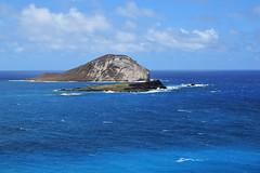 rabbit island and black rock (heartinhawaii) Tags: waimanalo rabbitisland islets islands offshoreislands ocean sea pacific oahu eastoahu hawaii nature seascape nikond3300 makapuu mananaisland kaohikaʻipu