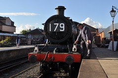 30742 Charters - 1940's evening at Kidderminster (Martin Creese) Tags: vintage 1940s evening shoot photography photocharter photoshoot happy sunshine nikon d90 30742charters severnvalleyrailway