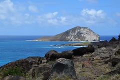 rabbit island and black rock (heartinhawaii) Tags: waimanalo rabbitisland islets islands offshoreislands ocean sea pacific oahu eastoahu hawaii nature seascape nikond3300 kaohikaʻipu mananaisland
