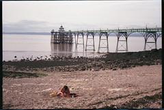 Kodak Retina Reflex III (Type 041) - Clevedon Pier (Gareth Wonfor (TempusVolat)) Tags: garethwonfor tempusvolat mrmorodo gareth wonfor tempus volat kodak retina reflexiii reflex film 35mm scan scanner scanning scanned epson perfections v200 clevedon somerset pier shellseeker woman beach tattoo