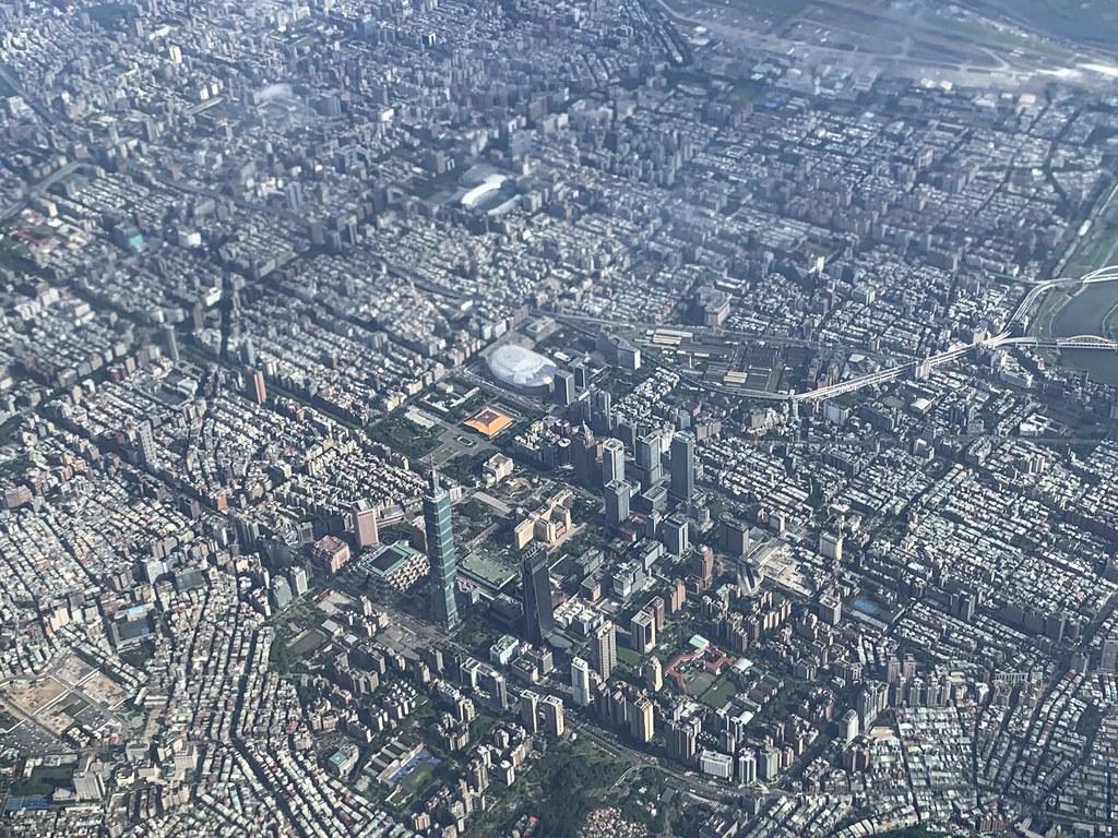 2019.06.20 長榮 BR192 俯瞰台北101/國父紀念館/大巨蛋