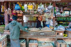 Nyaung-U market (SLpixeLS) Tags: asie myanmar burma birmanie nyaungu market man woman earthasia people