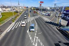 堤 (m-louis) Tags: 6713mm j5 nikon1 car japan kaizuka osaka road street toyota トヨタ 国道26号線 大阪 日本 歩道橋から 貝塚 道路
