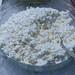 Frischkäse als vegetarischer Brotaufstrich, in einer Glasschale mit Löffel, gekühlt auf crushed-ice am Büfetttisch