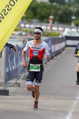 Langstreckenläufer Manuel Kueng auf der Marathonstrecke, startet für die Schweiz beim Ironman 70.3 und erhält Bronze im Triathlon-Wettbewerb