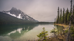 Lake Emerald - cloudy day (Alex Verweij) Tags: lake emerald canada westcanada lakeemerald alexverweij canon 5d green meer wandeling yoho national park