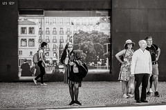 street stage (Gerard Koopen) Tags: lissabon lisbon lisboa portugal capital city urban straat street straatfotografie streetphotography streetlife dailylife stage streetstage people man woman beautiful beauty noir monochrome blackandwhiteonly blackandwhite cellphone calling tourists fujifilm fuji xpro2 35mm 2019 gerardkoopen gerardkoopenphotography