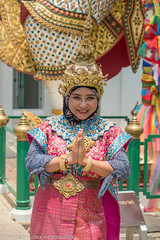 Visitor to Wat Arun in rented traditional Thai outfit (Alaskan Dude) Tags: travel thailand bangkok watpho watpo templeoftherecliningbuddha temples buddhisttemplecomplex art architecture cityscape