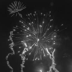 Ночной фйерверк, салют фото, монохромное (Nanaccept) Tags: фейерверк салют фотография ночь новыйгод праздник север огни небо темно cmm