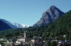 t9702139F (m-klueber.de) Tags: schweiz switzerland tessin ticino dorf kirche val monte alpen svizzera aquila blenio südalpen bleniotal sosto adula adulaalpen mk1997schweiz 19970530 mk1997tessin2 t9702139 t9702139f 1997 mkbildkatalog