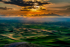 Steptoe Butte Sunrise (EdBob) Tags: steptoe steptoebutte steptoebuttestatepark sunrise morning clouds washington washingtonstate easternwashington palouse nature landscape outdoors light lightrays mountains colfax edmundlowephotography edmundlowe edlowe america usa allmyphotographsare©copyrightedandallrightsreservednoneofthesephotosmaybereproducedandorusedinanyformofpublicationprintortheinternetwithoutmywrittenpermission