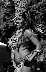 001041 (la_imagen) Tags: sw bw blackandwhite siyahbeyaz menschen people insan friedrichshafen interkulturellesstadtfest dance brazil samba beauty