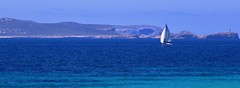 e la nave va (ISO 69) Tags: cabrera mallorca majorca isalnd island insel schiff nave boat sailing south spain espana baleares balearen meditteranean ocean blue sea meer ozean mittelmeer